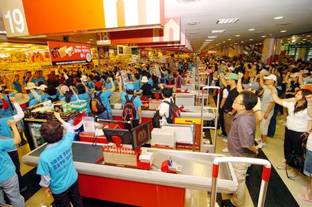 韓国スーパー占拠