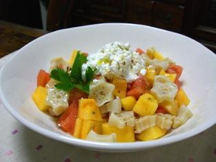 柿とトマトのマカロニサラダ
