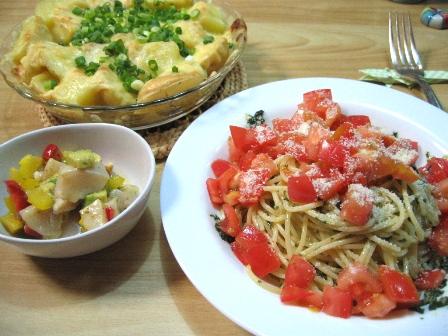 トマトとバジルの冷製パスタ・ほたてのセビーチェ・じゃがいもの明太マヨチーズ焼き