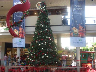 アラモアナショッピングセンターのクリスマスツリー