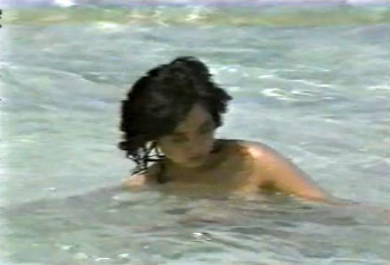 【川上麻衣子】海辺でヌード&シャワーシーン