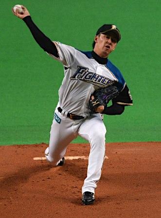 20110508投球する斎藤佑樹投手