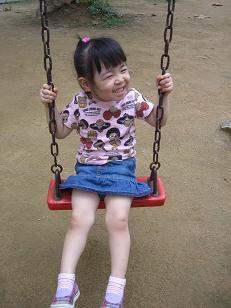 3歳の誕生日(公園・ブランコ)