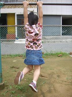 3歳の誕生日(公園・鉄棒)