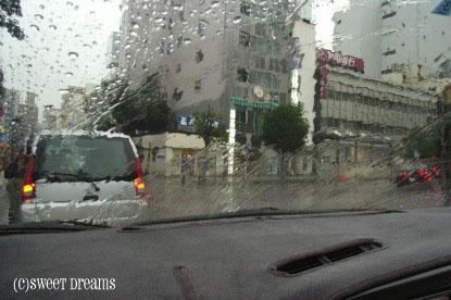 雨の街並み・・・。