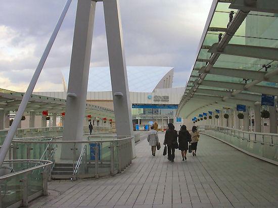 4.クイーンズスクエア出口 外