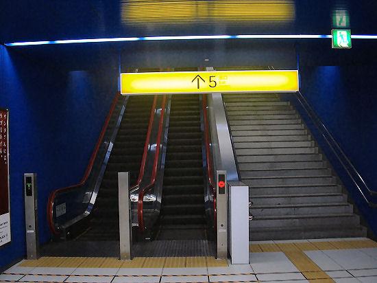 みなとみらい駅階段出口