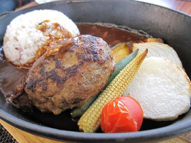 ストウブ料理(イノシシ肉のハンバーグ)