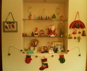 クリスマスバージョンの飾り棚