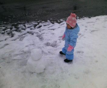 ね~ね~雪ダルマ作ろうよ~
