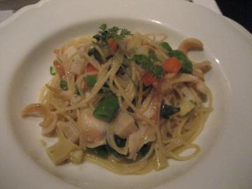 つぶ貝と緑黄色野菜のスパゲティ ビアンコ仕立て