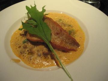 旬の魚(イシモチのポアレ)とリソバージュのリゾット アメリケーヌの軽いソース