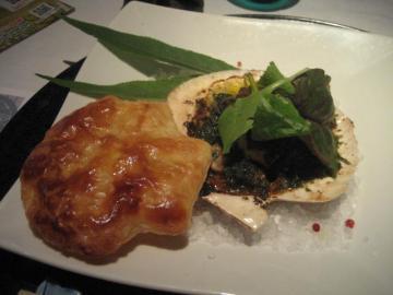 大きな帆立貝のオーブン焼き ブールギニョンソース