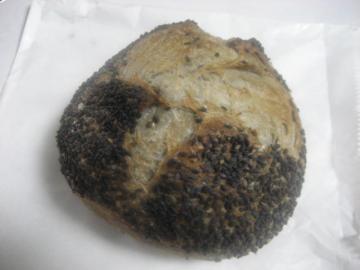 黒ごまのパン