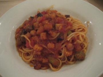 帆立と季節野菜のトマトソーススパ
