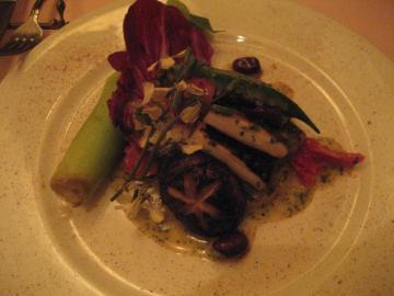 メバルと旬野菜のカルバナイオ・ベルモットソース