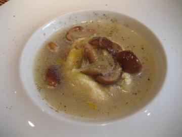 帆立貝のスフォルマート 天然なめこのスープ