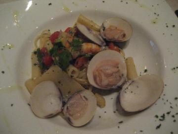 リングイネピッコレ、パッケーリ、ペンニーニの蛤と野菜あえ