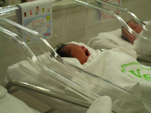 新生児室にて