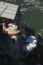 崖っぷちのレストラン