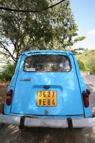 青い車 ボニウーで
