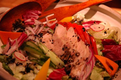 宮崎ハーブ鶏のサラダ 黒胡