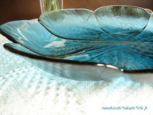 碧いガラス皿