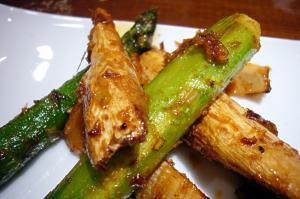 筍、アスパラガス、マコモダケの揚げ物、桜海老風味