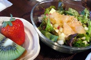 yukkoサラダとフルーツ
