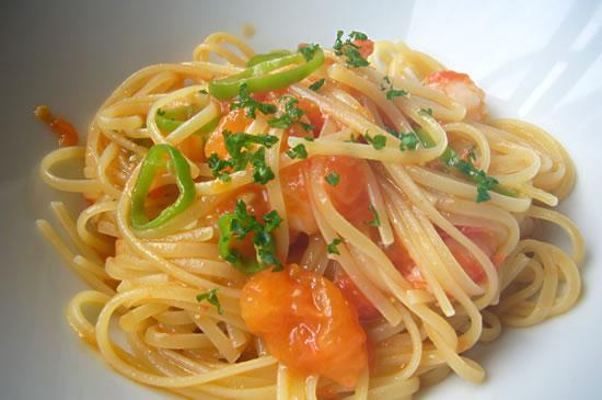 小海老と万願寺唐辛子とフレッシュトマトのスパゲティ