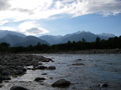 増水の川 2