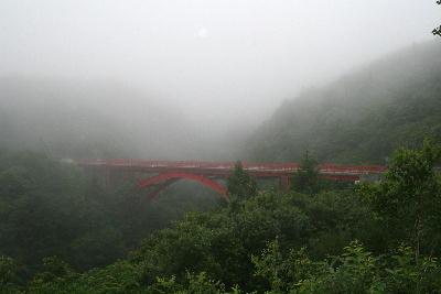 霧の中の東沢大橋