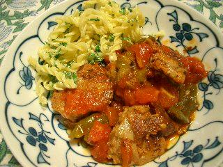 ピーマンと肉団子のトマト煮込み