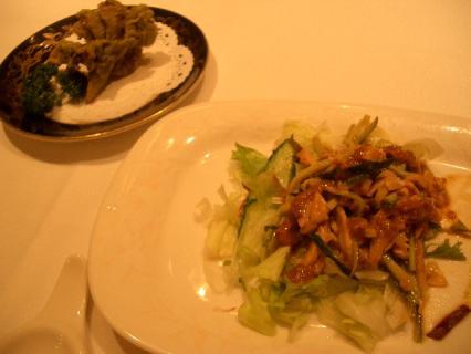 棒棒鶏サラダとエリンギ茸と舞茸の有機大和茶風味の揚げ物