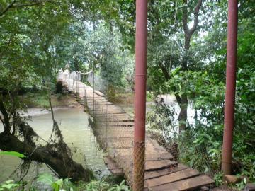 Ostional村へのつり橋