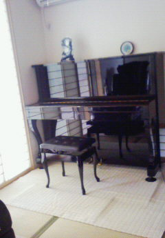 素敵なオウチに引越しできて成仏しているピアノちゃん