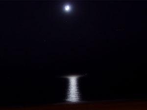 moon_sm_sea_s.jpg