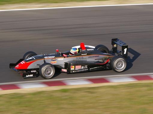 DHG TOM'S F307(DHGトムス) オリバー・ジャービス選手.jpg
