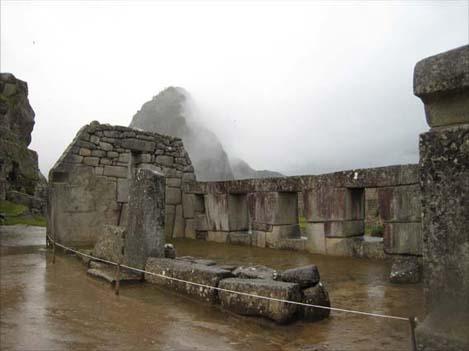 三つの窓の神殿2