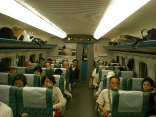 初めての新幹線で少しリラックスも
