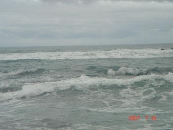 荒れ狂う日本海。。