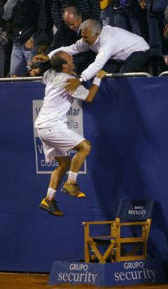 http://sports.yahoo.com/ten/photo?slug=getty-tennis-atp-chi_10_48_10_pm&prov=getty