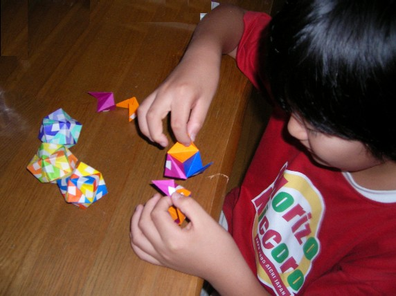 折り紙で 手毬を 作る 直