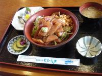 スタミナ海鮮丼