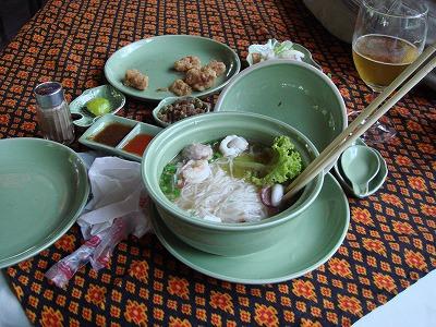 カンボジア 2日目 昼食 温いソーメン?