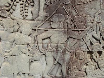 アンコール・トム バイヨン寺院 レリーフ 亀にケツをかまれるオトコ