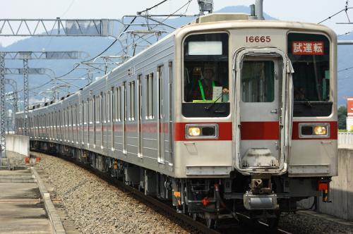 栃木路を疾走する試運転列車(栃木駅にて)