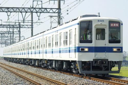 利根川を渡り下る試運転列車(栗橋~新古河間)
