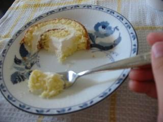 食べかけロールケーキ