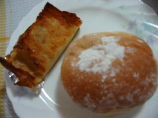 豆乳ホイップと小豆のパン